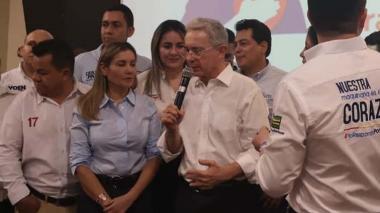 Hay que bajar los acuerdos de paz de la Constitución: Uribe