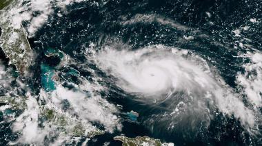 """Dorian, un """"peligroso"""" huracán de categoría 3 que va rumbo a Florida"""