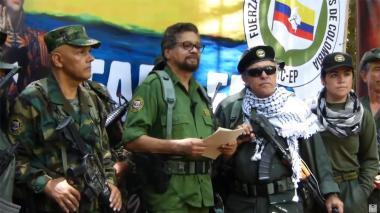 El Paisa, Iván Márquez y Jesús Santrich, durante su anuncio de salir del acuerdo de paz.