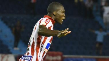 Momento en que Germán Mera celebra el gol que le dio el triunfo y los tres puntos a Junior.