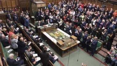 El presidente del Parlamento, John Bercow, es aplaudido en su declaración.