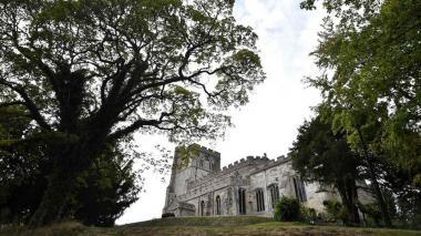 Noche de terror: Alquilan iglesia en Londres para dormir sobre tumbas centenarias