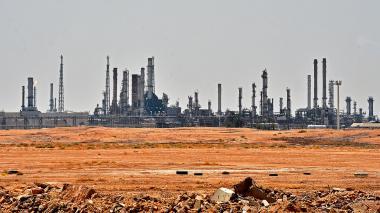 Precio del petróleo sube más de 10% tras ataque a dos plantas sauditas