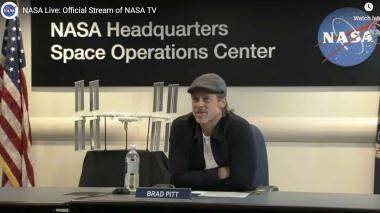 Brad Pitt habla sobre ingravidez y callos con un astronauta en el espacio