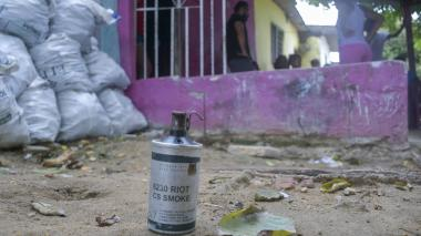 Con granada de humo atacan casa en barrio La Ceiba