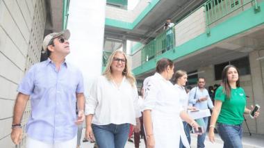 El alcalde Alejandro Char durante la entrega del colegio Alejandro Obregón.