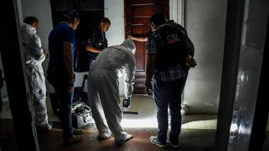 Agentes del CTI durante el operativo que se llevó a cabo por más de ocho horas en la casa en San José.