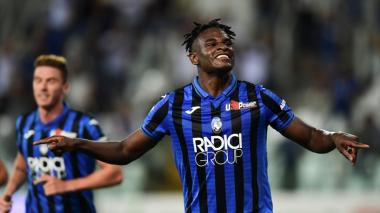 Duván Zapata conquistó el primer gol de la victoria del Atalanta ante Roma.