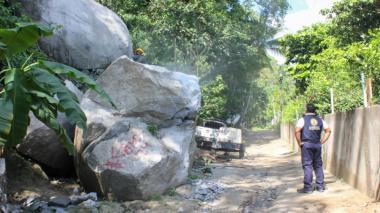 Rocas y lodo en calles de Santa Marta tras aguacero de 2,5 horas