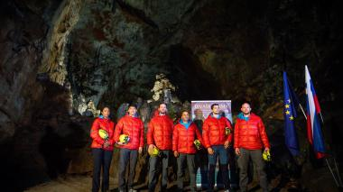 En una cueva de Eslovenia entrenan seis astronautas