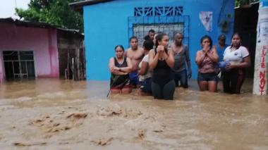 En video   Se desbordó Río Frío: 600 familias damnificadas