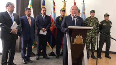 Delincuentes del Eln son titulares de cuentas bancarias y hacen turismo en Venezuela: Mindefensa