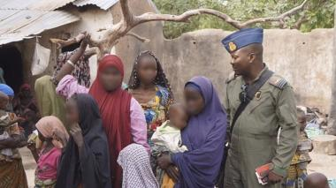 """Liberan a 19 mujeres embarazadas de una """"fábrica de bebés"""" en Nigeria"""