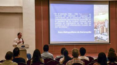 El director del programa, Manuel Fernández, durante la presentación del informe.