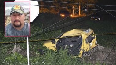 Así quedó el taxi tras el accidente en donde José Guerrero Sierra (recuadro) resultó gravemente herido.