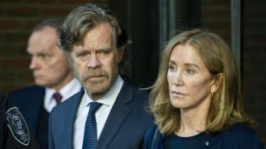 Actriz Felicity Huffman comienza a cumplir pena de cárcel por escándalo universitario