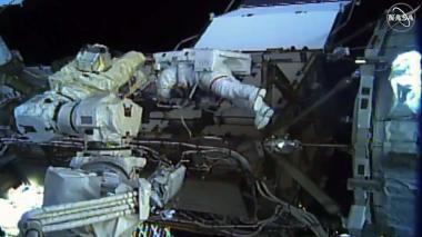En video | Dos mujeres realizan por primera vez una caminata espacial juntas