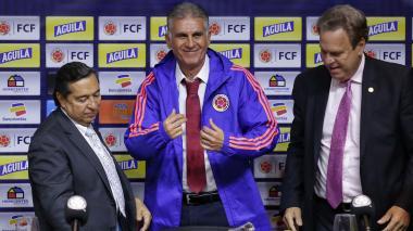 El presidente de la Federación Colombiana de Fútbol, Ramón Jesurun, junto al DT de la Selección Carlos Queiroz.