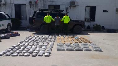 En video | Policía captura a hombre con 107 kilos de droga en el carro