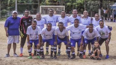 Equipo La Academia del barrio El Limón que juega en el barrio Tayrona.