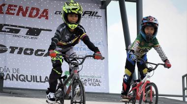 Wilson García (izq.) y Jhoan Cera Moyano, bicicrosistas barranquilleros.