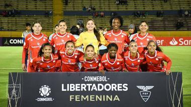 América de Cali femenino, único equipo colombiano que se mantiene con vida en la Copa Libertadores.