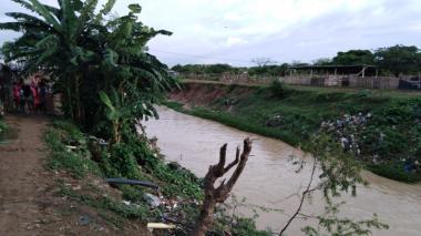 En esta zona del arroyo León se encontraba jugando Saith Yance cuando fue arrastrado por el agua.