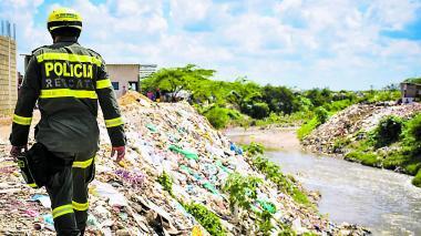 Autoridades alertan sobre los riesgos en arroyos sin canalizar