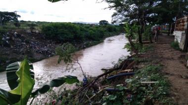En video | Cuerpos de rescate reactivan búsqueda de niño arrastrado por arroyo León