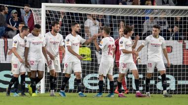 Jugadores del Sevilla celebrando la victoria en la Liga de Europa.