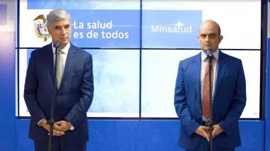El ministro de Salud Juan Pablo Uribe, junto a su viceministro Iván Darío González, en la rueda de prensa que ambos dieron ayer en el Ministerio, para aclarar las dudas del borrador publicado.