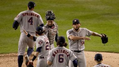 Los Astros ganan a Los Nacionales y ponen la Serie Mundial de Béisbol 1-2