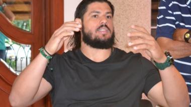 El pelotero grandes ligas Jorge Mario Alfaro Buelvas en rueda de prensa en Sincelejo.