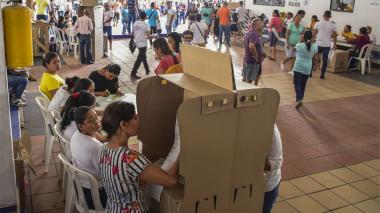 El Colegio Metropolitano de Soledad recibió el domingo de elecciones un buen número de votantes.