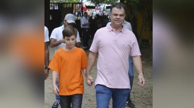 El alcalde electo de Sincelejo en compañía de su hijo Andrés.