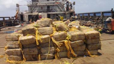 Policía Nacional incauta 5.610 kilogramos de cocaína en aguas internacionales