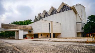 Fachada del teatro Amira de la Rosa, uno de los escenarios culturales más importantes de Barranquilla.