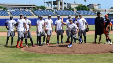 Los peloteros de los Gigantes durante su primera práctica en el estadio Édgar Rentería de cara a la temporada de la Liga Colombiana de Béisbol.