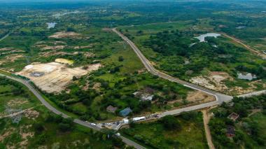 Fotografía aérea de la Variante de Sabanalarga, que conecta la vía Sabanalarga-Cascajal con la carretera Sabanalarga-Manatí.