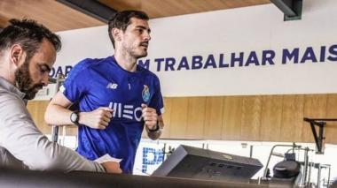 Casillas vuelve a calzarse las botas seis meses después de su infarto