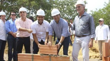 El ministro junto al gobernador Verano, el alcalde Bello y el alcalde electo Monsalve.