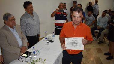 Andrés Gómez Martínez, con la credencial como alcalde electo de Sincelejo.