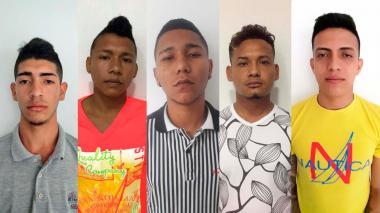 Los cinco presuntos miembros de la banda delincuencial que fueron capturados.