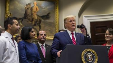 Trump promete recortar impuestos a la clase media si republicanos recuperan la Cámara