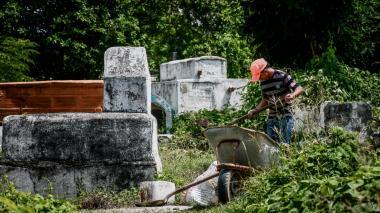 Tumbas en el cementerio Santa María.