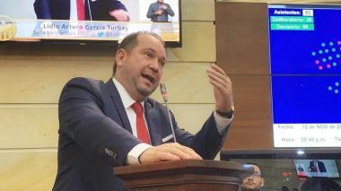 El senador Lidio García en una intervención.