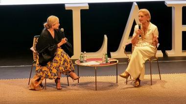 La empresaria Carmen Busquets conversó con la diseñadora Carolina Herrera.
