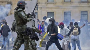 En video | Vándalos intentaron entrar al Congreso, la Alcaldía y el Palacio de Justicia