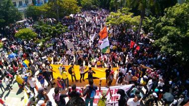 Autoridades dicen que en Barranquilla marcharon 14 mil personas, pero centrales obreras aseguran que fueron 50 mil