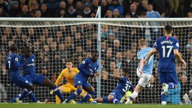 Manchester gana 2-1 a Chelsea y sube al podio de la Premier